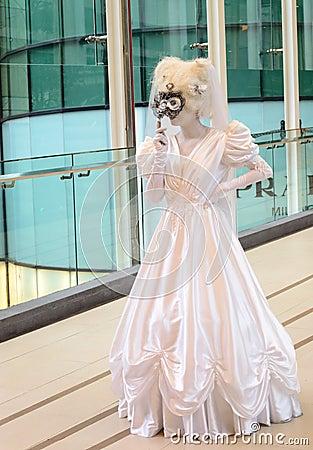 Niezidentyfikowany wykonawca uczestniczy jako noc w Venice (żyje statua) Obraz Stock Editorial
