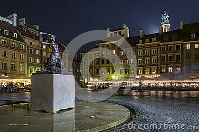 Night scene of Warsaw mermaid monument