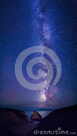Free Night Sky Stars And Milky Way Royalty Free Stock Images - 59525319