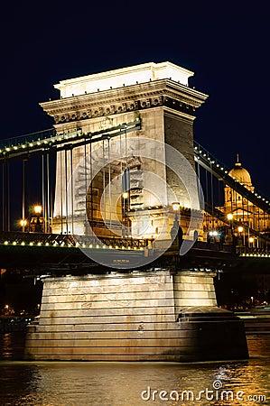 Night view of chain bridge. Budapest, Hungaria