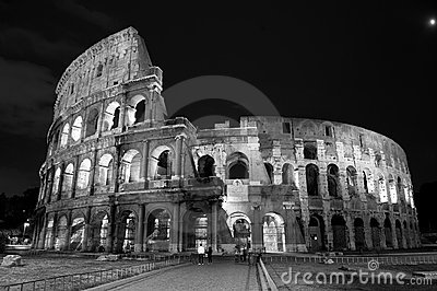 Night view of the colosseum in Rome