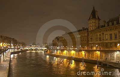 A night view from Pont Saint-Michel
