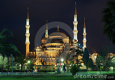 Night view of the Sultanahmet Mosque in Istanbul