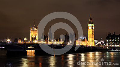 Night view of Thames river