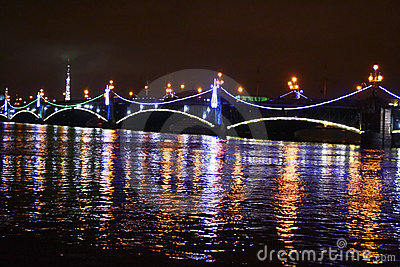 Night view of the Troitsky Bridge