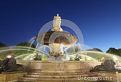Nightshot of La Rotonde fountain