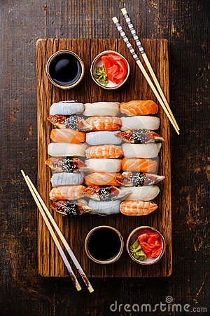 Free Nigiri Sushi Set For Two Stock Image - 74978811