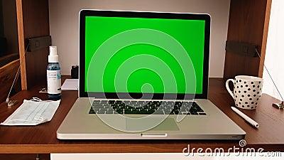 Ninguém usando laptop em casa filme