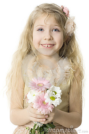 Niño alegre con sonrisa dentuda