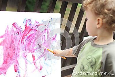 Niño, el Fingerpainting del niño