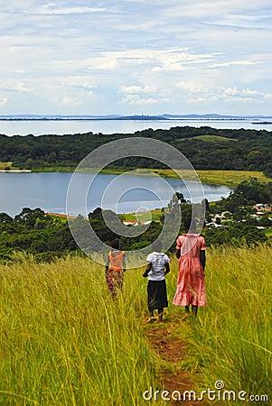 Niño en Uganda Foto editorial