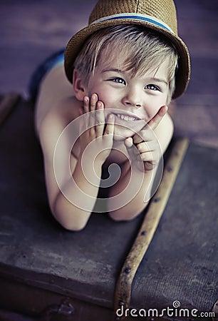 Niño pequeño lindo