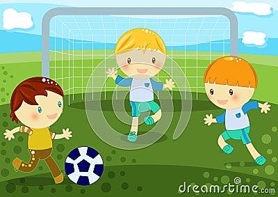 Niños pequeños que juegan al balompié
