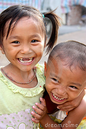 Niños vietnamitas Foto editorial