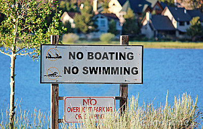No Boating No Swimming