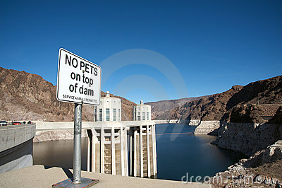 No pets on top of Hoover Dam