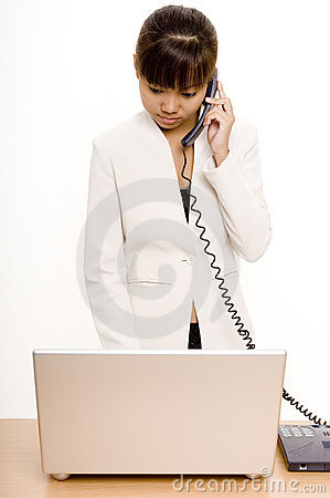 No telefone 1