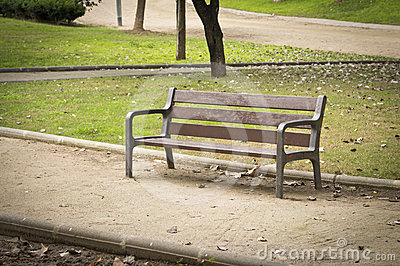 Nobody in a park bench
