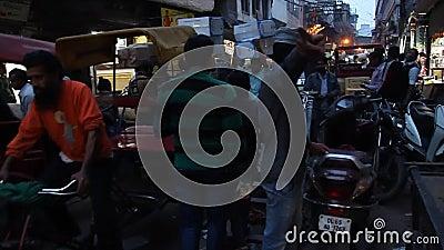 Noche en Khari Baoli en Delhi, lugar del mayor mercado mayorista de especias de Asia metrajes