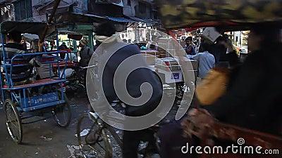Noche en Khari Baoli en Delhi, lugar del mayor mercado mayorista de especias de Asia almacen de metraje de vídeo