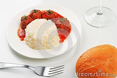 Noisettes avec du riz garnissent