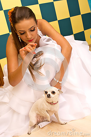 Noiva com cão de animal de estimação