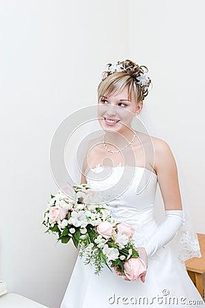 Noiva feliz em casa