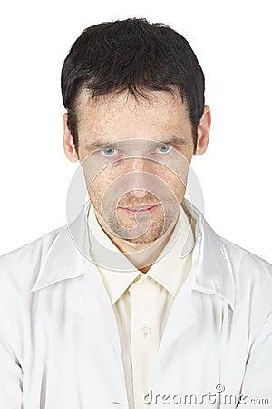 Non un buon sguardo fisso di giovane medico