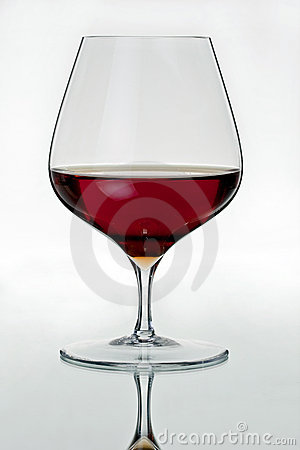 背景科涅克白兰地玻璃酒杯白色