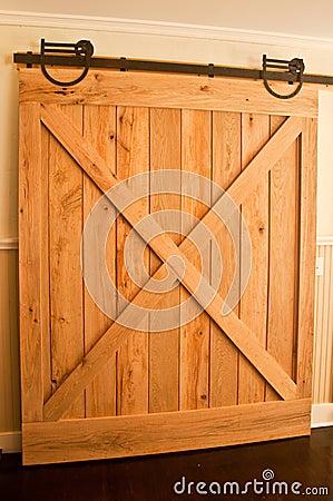 дверь амбара
