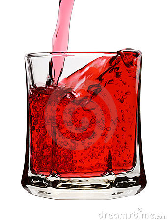 是饮料玻璃倾吐的红色