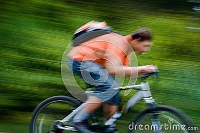 自行车骑士移动