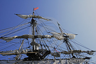 被塑造的老帆船