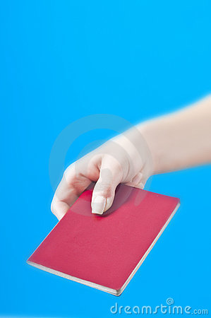 Рука с пасспортом
