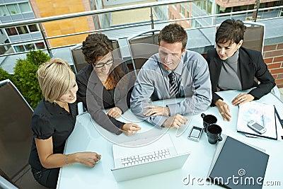 业务会议室外人员