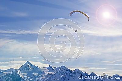 阿尔卑斯山滑翔伞冬天