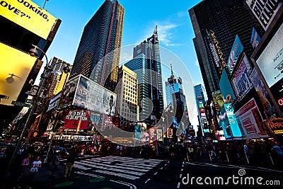 夜间曼哈顿场面正方形时间 编辑类库存照片