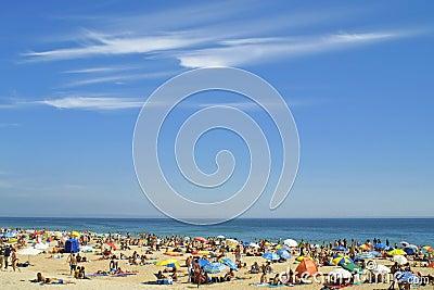 拥挤的大西洋海滩
