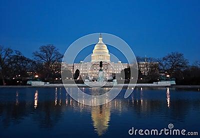 国会大厦晚上