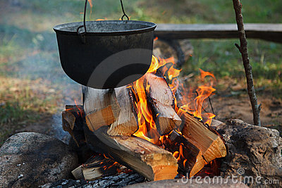 营火食物准备