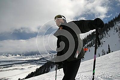 下坡人滑雪者
