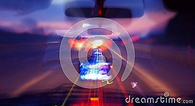 езда ночи автомобиля