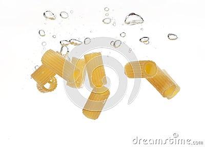 варить макаронные изделия