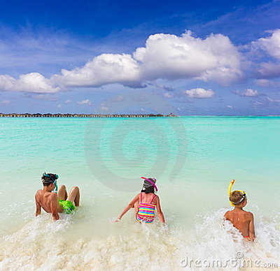 热带儿童的海浪
