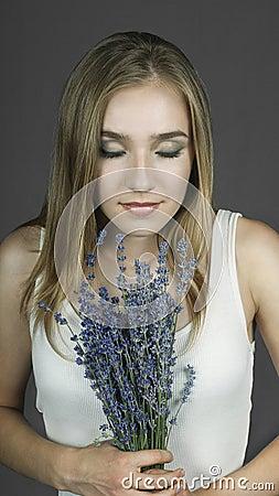 淡紫色气味