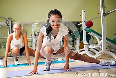俱乐部健身二妇女