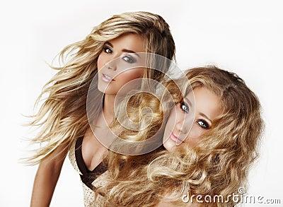 白肤金发的姐妹