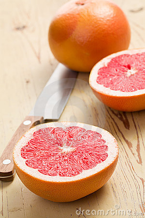 被切的葡萄柚红色