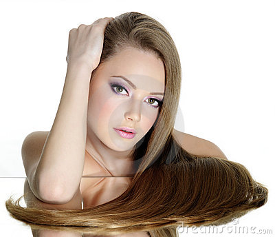青少年直接长期美丽的女孩的头发