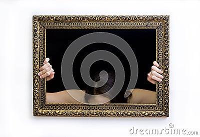 框架绘画妇女